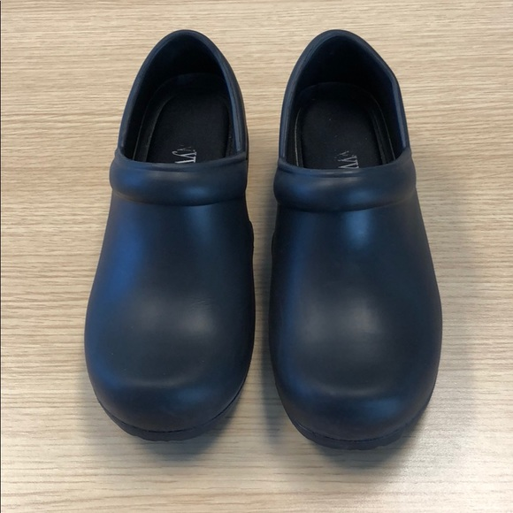 Anywear Shoes   Womens Medical Clogs